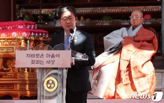 [사진] 文대통령 메세지 대독하는 박양우 장관
