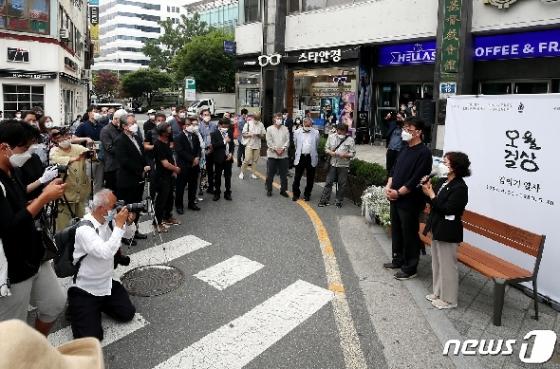 [사진] 김의기 열사 기리는 오월걸상 제막