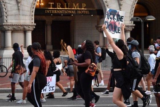 29일(현지시간) 백악관이 있는 워싱턴 D.C.에서 '조지 플로이드' 사건에 항의하는 시위가 벌어지고 있다.  /사진=AFP