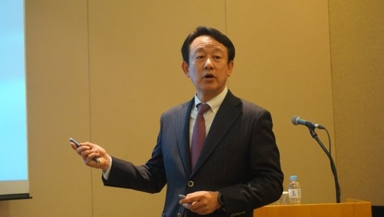 이병건 SCM생명과학 대표이사가 1일 여의도 63빌딩에서 개최한 기자간담회에서 IPO 관련 설명을 하고 있다. /사진=SCM생명과학 제공