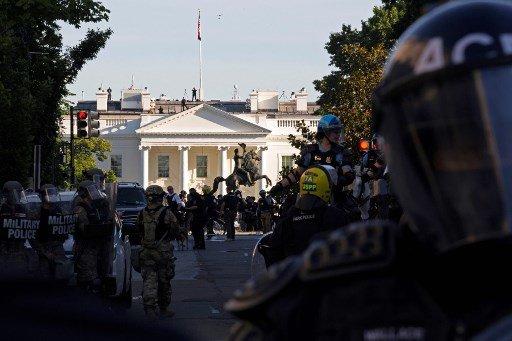 1일(현지시간) 미국 워싱턴D.C에서 시위가 벌어진 가운데 백악관이 보이고 있다./사진=AFP