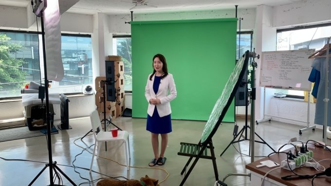 김민지 대표(전 MBC 아나운서)가 대학별 입시전형 영상을 촬영하고 있다.