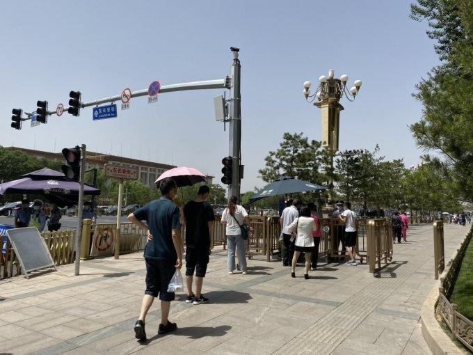 톈안먼 민주화시위 31주년 하루 전 톈안먼의 모습. 경찰의 경비가 삼엄하다/사진=김명룡