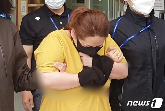 여행가방서 심정지 온 9살 아들…7시간 가둔 계모 구속