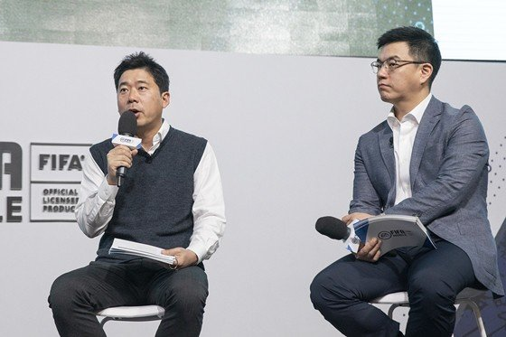 """김용대 넥슨 피파퍼블리싱 그룹장(좌)은 """"넥슨의 라이브 서비스 역량을 바탕으로 이용자 기대에 부응하겠다""""고 밝혔다."""