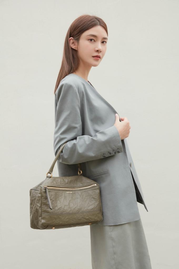"""""""올여름엔 이 가방"""" 차예련, 감각적인 스타일 제안"""