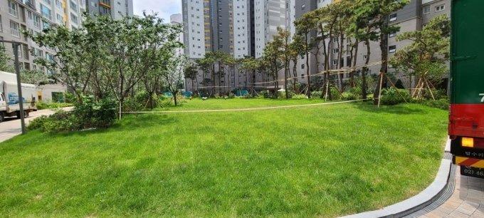 당산센트럴아이파크 단지 중앙에 자연광장이 조성돼 있다. /사진=유엄식 기자