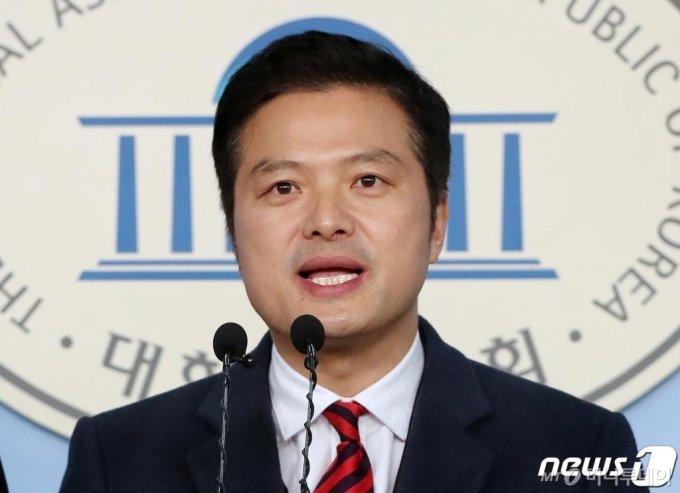김태우 전 청와대 특별감찰반원이 지난 2월 24일 국회 정론관에서 제21대 총선 미래통합당 강서을 출마를 선언하고 있다.