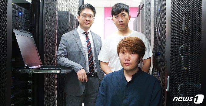 왼쪽 위부터 시계방향으로 김민수 교수, 남윤민 박사, 한동형 박사과정(KAIST 제공)© 뉴스1