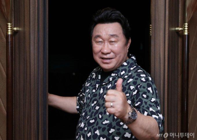 임하룡은 1976년 뮤지컬 '포기와 베스'로 연예계에 데뷔했다. TV에서 가장 얼굴을 많이 드러낸 장르가 코미디여서 그렇지, 그가 하는 모든 연기는 '배우'라는 공통 분모에서 나온다. /사진=이기범 기자<br>