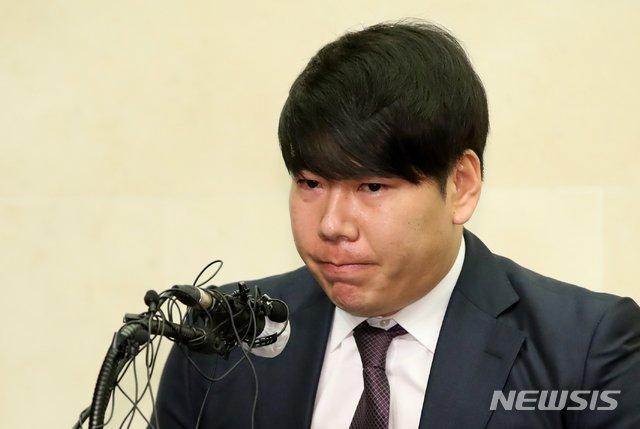 23일 오후 서울 상암동 스탠포드호텔에서 열린 기자회견에 참석한 강정호./사진=뉴시스