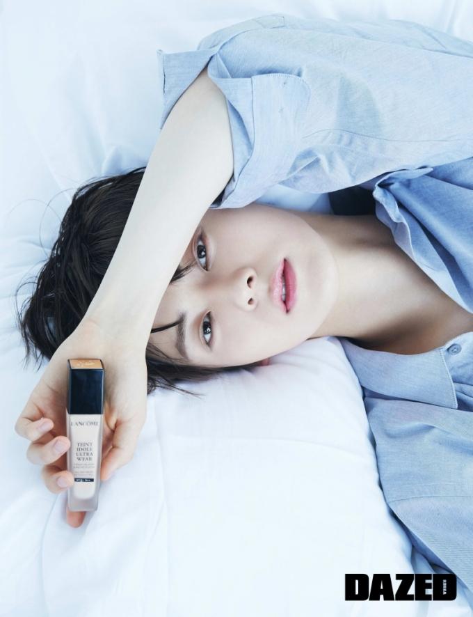 """뉴이스트 민현, 청량한 데님+매끈한 피부…""""훈훈하네"""""""
