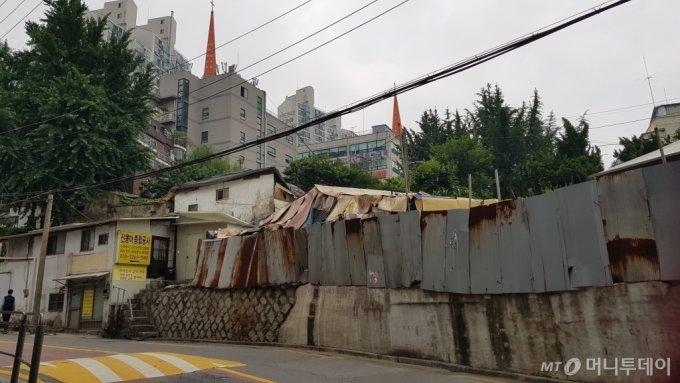 서울 관악구 봉천동 봉천4-1-3 주택 재개발 구역 모습/사진= 박미주 기자