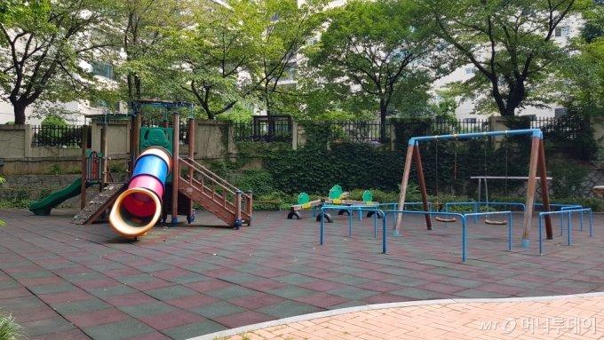 서초구 반포동 '한신서래' 단지 내부 놀이터 모습/사진= 박미주 기자
