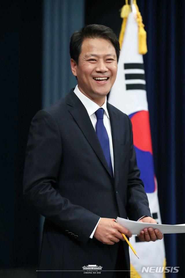 [서울=뉴시스]문재인 대통령은 3일 오후 대통령 외교안보특보에 임종석 전 대통령비서실장을 임명한다고 밝혔다.(사진=청와대 제공) 2020.07.03.  photo@newsis.com