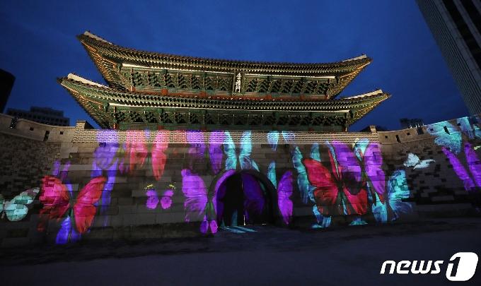 [사진] 나비 품은 숭례문