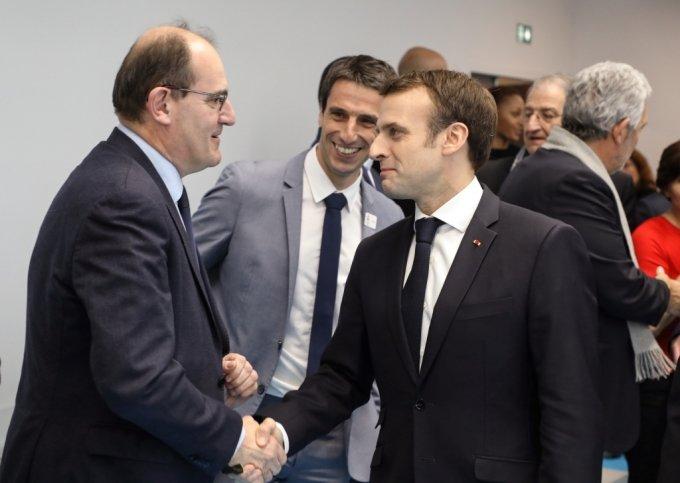 지난해 1월 에마뉘엘 마크롱 프랑스 대통령(오른쪽)과 악수하는 장 카스텍스(왼쪽). /사진=AFP