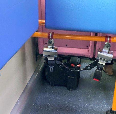 신형 시내버스엔, 휠체어를 꽉 붙들어줄 수 있는 고리와 안전벨트가 설치돼 있었다. 그래도 무언가 나아지고 있다고./사진=남형도 기자