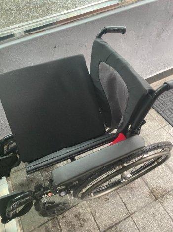 동네 주민센터에서 휠체어를 무상으로 빌려줬다./사진=남형도 기자