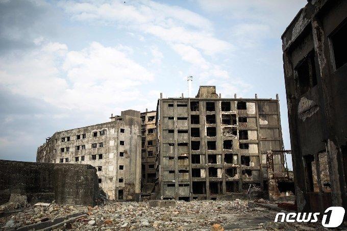유네스코 세계문화유산으로 지정돼 있는 일본 나가사키현 하시마(군함도) 내 건물 폐허 <자료사진> © AFP=뉴스1