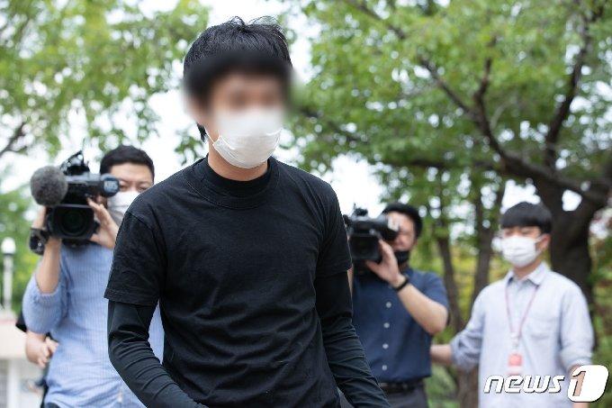 [사진] 美 송환 불허 결정에 구치소 나서는 '웰컴투비디오' 손정우