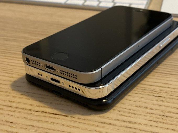4인치 1세대 아이폰SE, 5.4인치 아이폰12 모형, 4.7인치 아이폰7(위쪽부터) /사진=맥루머스 포럼