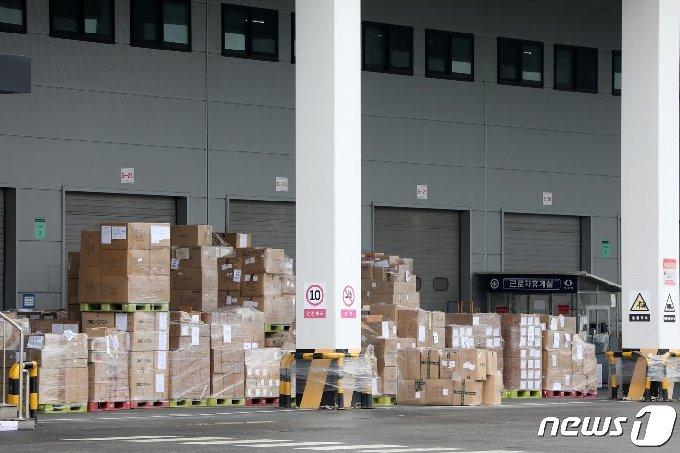 지난달 25일 경기도 이천시 쿠팡 덕평 물류센터가 폐쇄된 채 한산한 모습이다. 2020.6.25/뉴스1 © News1 조태형 기자