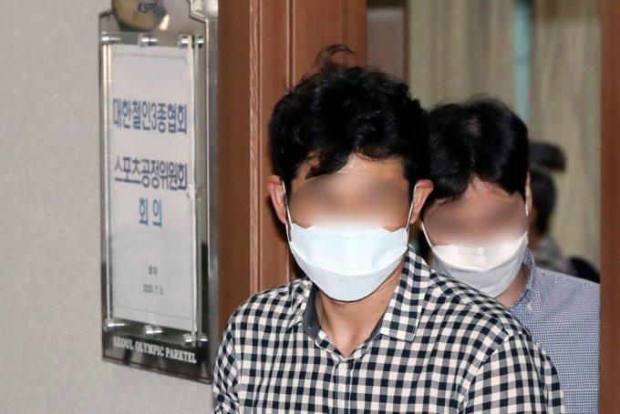 김규봉(왼쪽) 경주시청 트라이애슬론 감독./사진=뉴시스