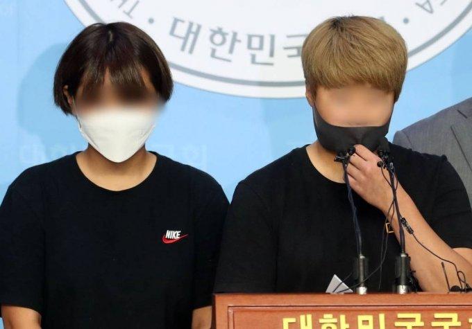 최숙현 선수 사건 관련 추가 피해자들이 지난 6일 서울 여의도 국회 소통관에서 기자회견 하는 모습./사진=뉴시스
