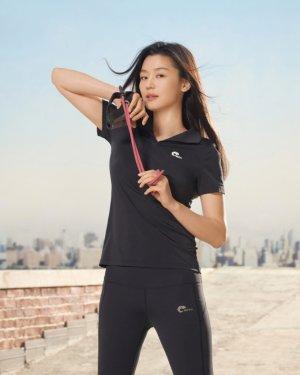 전지현, 여름 운동복 패션은 이렇게…레깅스 핏 '늘씬'