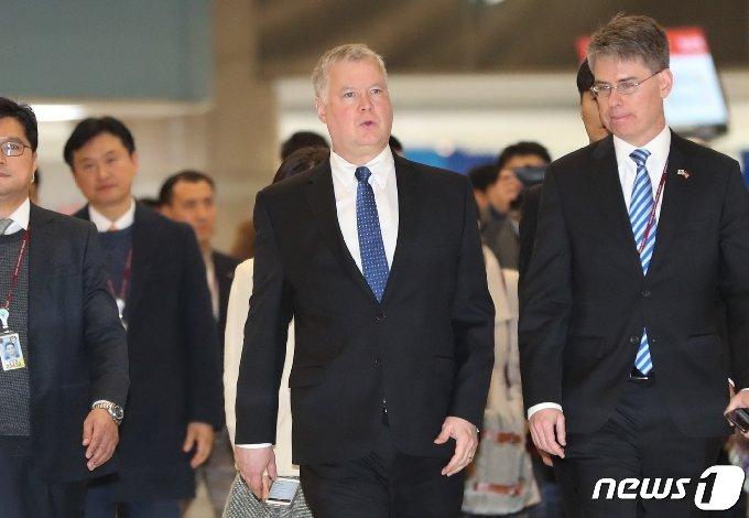 스티븐 비건 미국 국무부 부장관 겸 대북특별대표.(가운데)의 모습. 2019.12.17/뉴스1 © News1 허경 기자