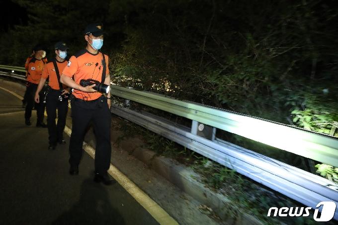 [사진] '특수대응단 소방대원, 박원순 시장 찾기 총력전'