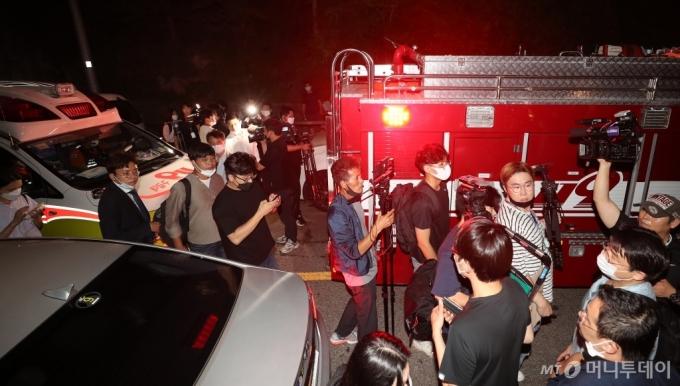[사진]와룡공원 빠져나가는 구급차