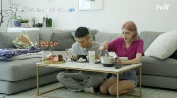 왼쪽부터 빈지노, 스테파니 미초바./사진=tvN '온앤오프'