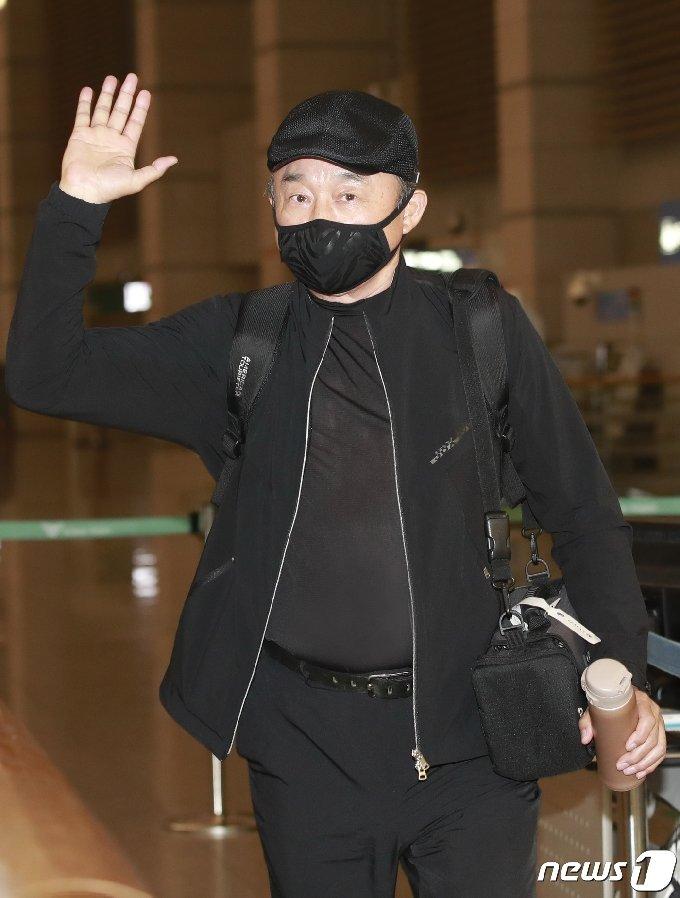 [사진] 이승철, 근사한 출국길