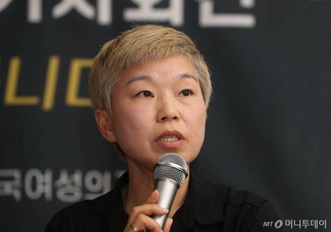 김재련 법무법인 온-세상 대표변호사가 13일 오후 서울 은평구 한국여성의전화에서 열린 '서울시장에 의한 위력 성추행 사건 기자회견'에서 발언하고 있다. / 사진=이기범 기자 leekb@