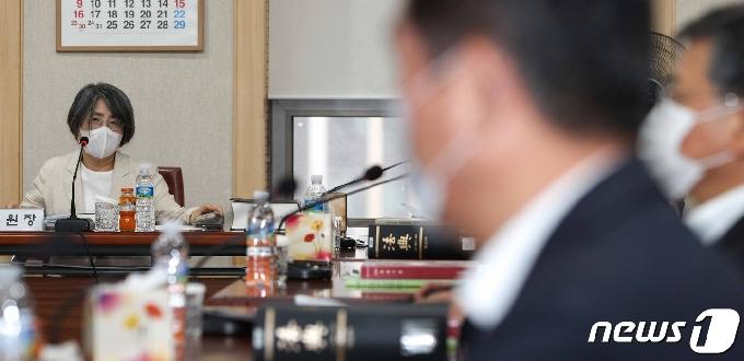 [사진] 양형위원회 주재하는 김영란 위원장