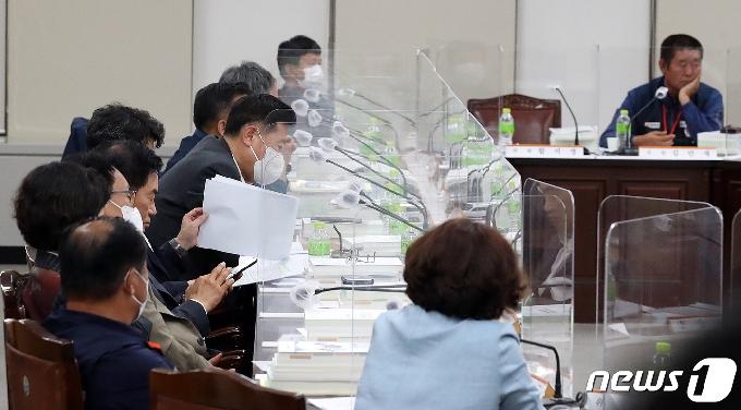 [사진] 내년도 최저임금 '고민'