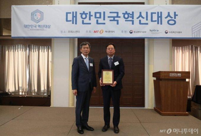 15일 오후 서울 중구 프레스센터에서 열린 2020년 제3회 대한민국 혁신대상 시상식 에코매스 한승길 대표가 수상했다. / 사진=홍봉진기자 honggga@
