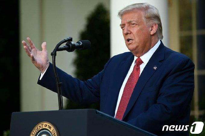도널드 트럼프 미국 대통령은이 14일(현지시간) 워싱턴 백악관에서 기자회견을 갖고 홍콩에 대한 특별지위를 종식하는 행정명령에 서명했다고 밝히고 있다. © AFP=뉴스1 © News1 우동명 기자