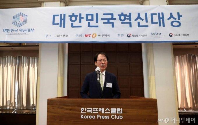 최치영 대표가 15일 오후 서울 중구 프레스센터에서 열린 2020년 제3회 대한민국 혁신대상 시상식에서 강연하고 있다. / 사진=홍봉진기자 honggga@