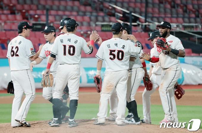 [사진] KT '우리의 승리'
