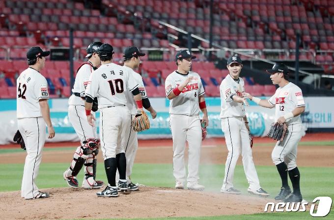 [사진] 한화 상대로 3점차 승리 거둔 KT