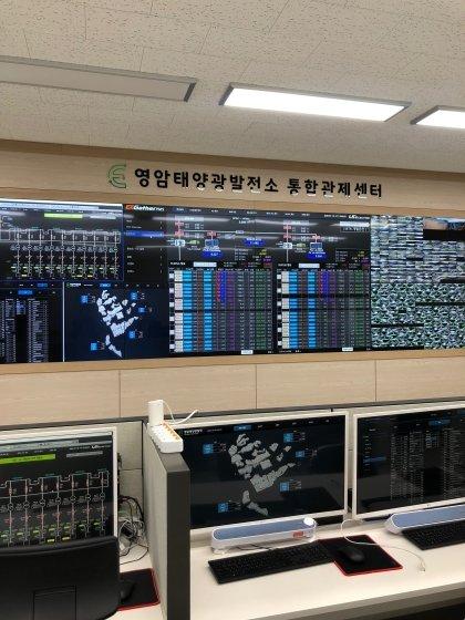 지난 16일 영암태양광발전소 내 통합관제센터에서 막바지 점검이 한창이다. /사진=전남(영암)=박소연 기자