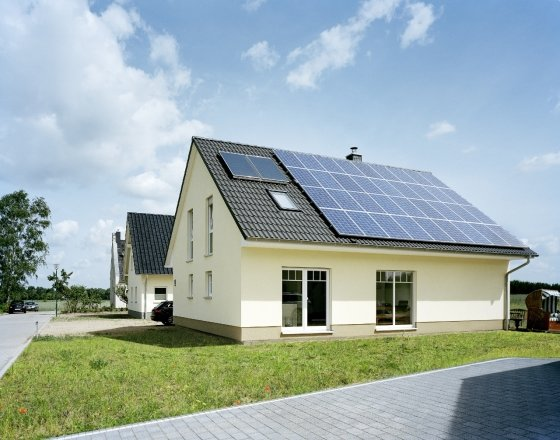 태양광 모듈을 장착한 주택 모습/사진제공=한화