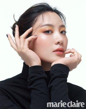 수현, 고혹적인 수채화 메이크업…분홍빛 두 뺨 '눈길'