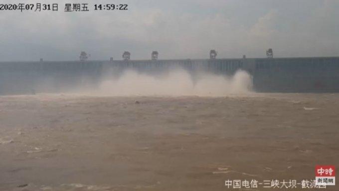 싼샤댐 생중계 모습. /사진=유튜브 캡처.