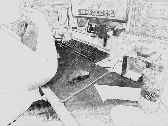 코로나19로 집에 갇힌 뒤, 아이는 불안한듯 자주 손톱을 물어 뜯었다./사진=남형도 기자, My sketch 앱으로 스케치.