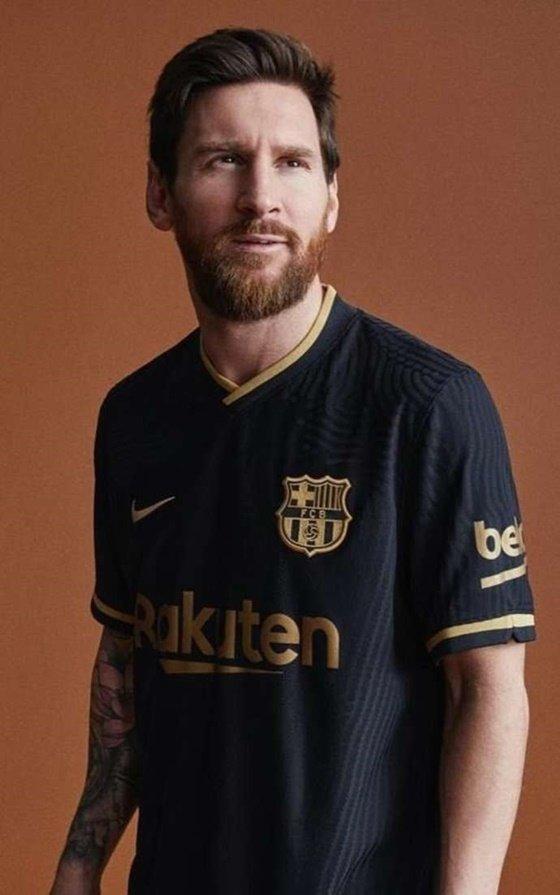 바르셀로나의 새 원정 유니폼 입은 리오넬 메시. /사진=영국 기브 미 스포츠 캡처