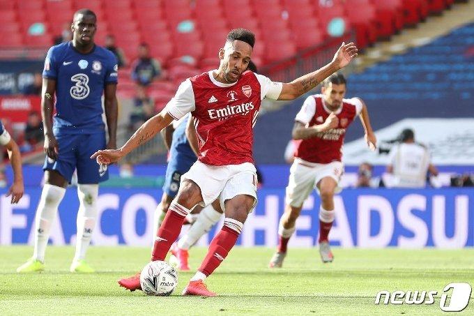 아스널이 오바메양의 멀티골 활약에 힘입어 첼시를 꺾고 FA컵 우승을 차지했다. © AFP=뉴스1
